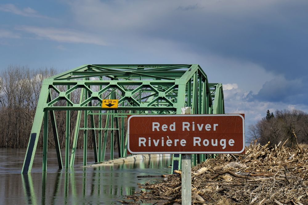 red river flood 2011